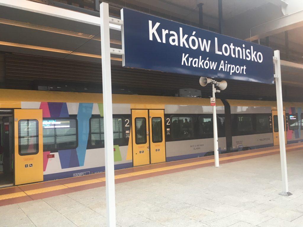 Mit dem Zug vom Flughafen Krakau