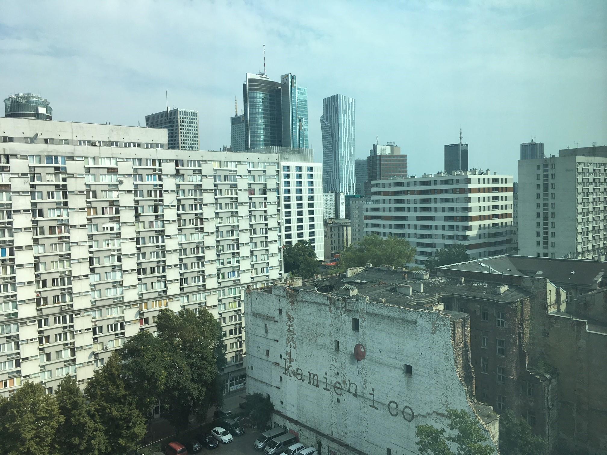 Kamien i co - die größte Wandmalerei Warschaus