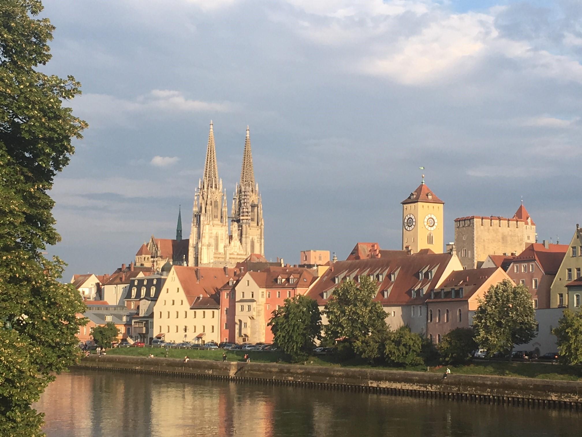 Die polnische Übersetzung von Regensburg - Ratyzbona, stammt aus dem Lateinischen